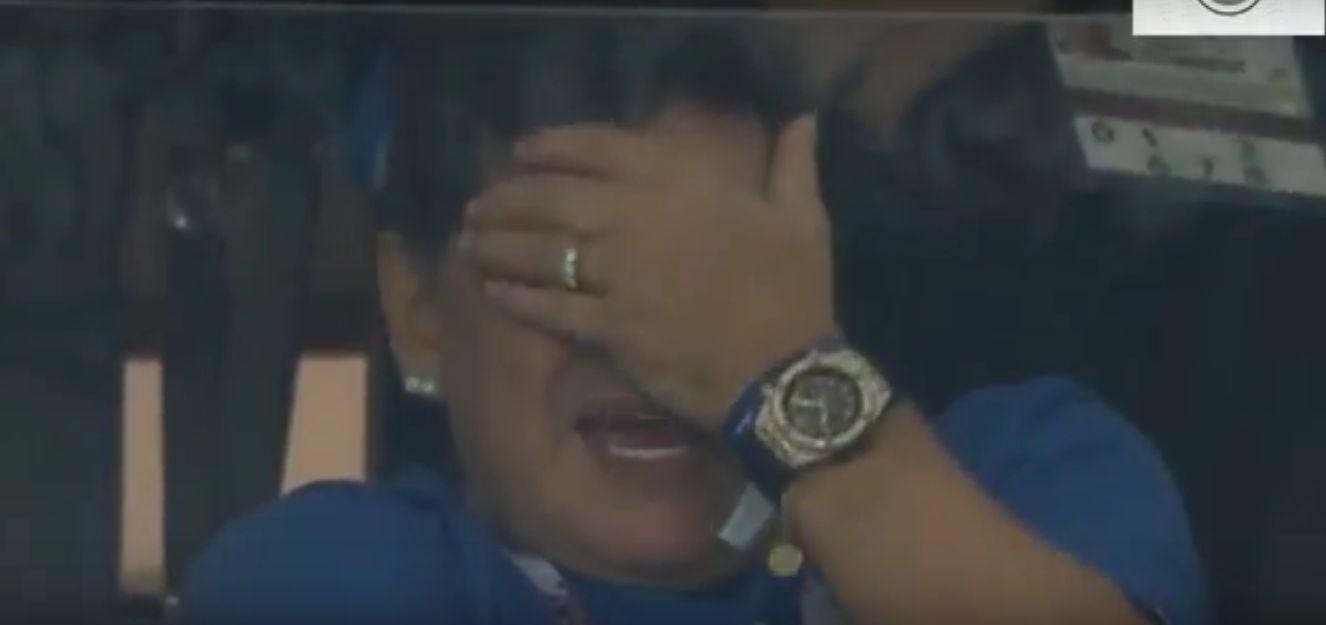شاهد..مارادونا يدخل في نوبة بكاء بعد هزيمة الأرجنتين امام كرواتيا