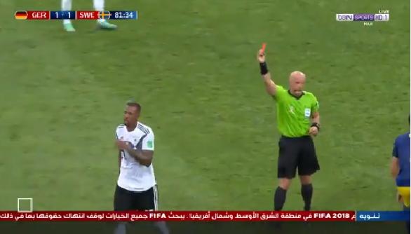 شاهد.. لحظة طرد لاعب ألماني في الدقيقة 82