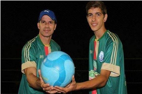 لاعب برازيلي شهير يعود للملاعب في الـ 49 من عمره