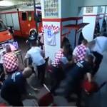 بعد ملايين المشاهدات.. مفاجأة في فيديو فريق الإطفاء الكرواتي