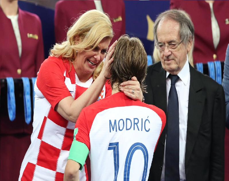 بالصور.. رئيسة كرواتيا تجهش بالبكاء بعد النهائي!
