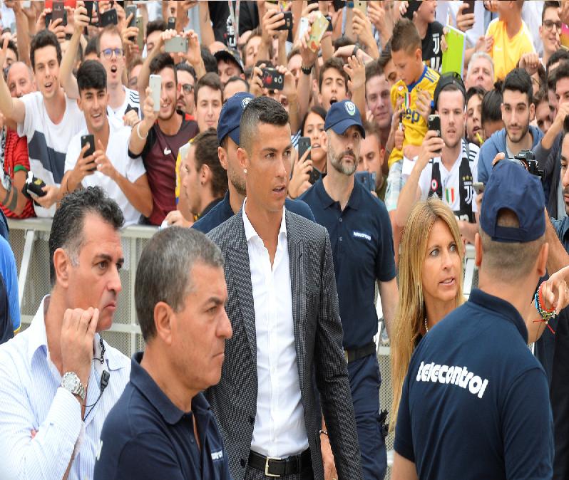جماهير يوفنتوس تحتشد حول رونالدو