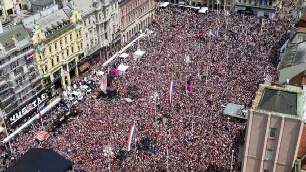 """استقبال خيالي لـ""""أبطال"""" منتخب كرواتيا """"صورة"""""""