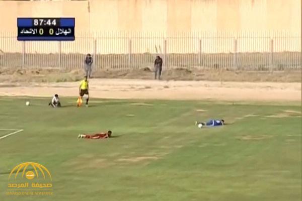 بالفيديو : لحظة إطلاق نار في نهائي كأس ليبيا .. شاهد ردة فعل اللاعبين
