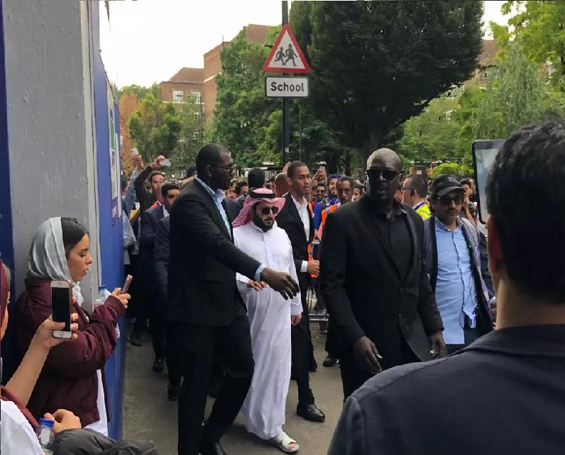 """بالصور.. وصول آل الشيخ إلى ملعب """"لوفتس رود"""""""