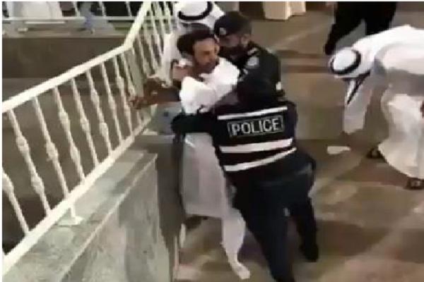 بالفيديو.. شاهد كيف تصرف الأمن الكويتي مع مشجع غاضب بعد مباراة القادسية والكويت!