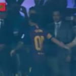 بالفيديو..من هو المجهول الذي شدّ ليونيل ميسي من يده في تتويج نادي برشلونة بالسوبر الإسباني؟