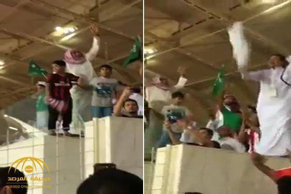 """آل الشيخ ينشر فيديو لرئيس الوحدة ونائبه يتراقصون مع الجماهير .. ويعلق : """"وش أسوي في هالرئيس ونائبه """"!"""