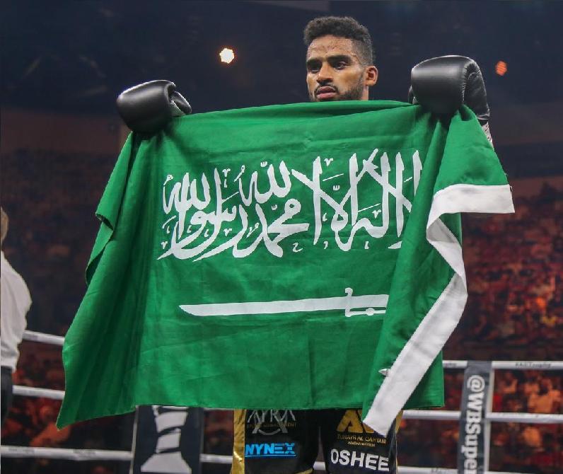 """تركي آل الشيخ يكافئ الملاكم السعودي """"زهير القحطاني"""" بعد فوزه بالنزال الخامس- فيديو"""