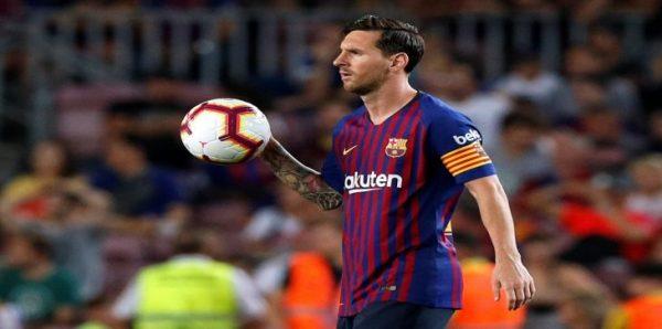 """بالفيديو.. تصرف غريب من """"ميسي"""" تجاه حكم مباراة برشلونة وجيرونا.. وهذا ما فعله!"""