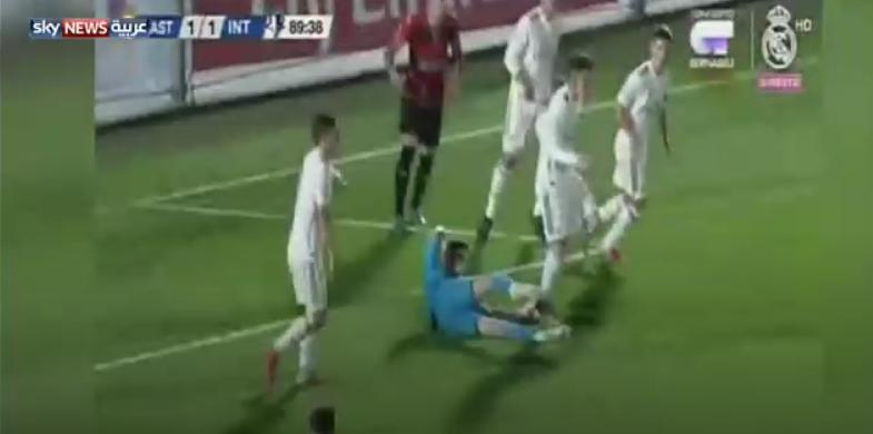 """شاهد بالفيديو..إصابة """"مميتة"""" لنجل زيدان في ريال مدريد!"""