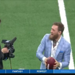 شاهد.. ماكغريغور يحرج نفسه أمام لاعبي كرة القدم الأمريكية
