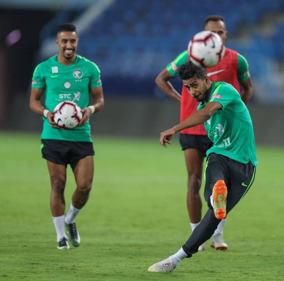 مفاجأة في تشكيلة الأخضر لمواجهة البرازيل