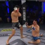 بالفيديو.. مقاتل يوجه ضربة عنيفة قاضية لمنافسه أفقدته السيطرة على قدميه