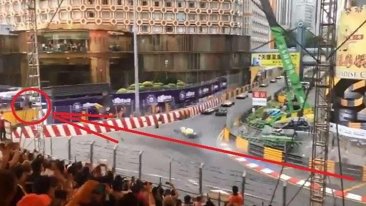 فيديو لحادث مروع .. سيارة فتاة تطير في الهواء بسرعة جنونية!