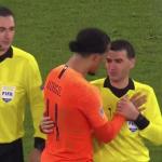 شاهد.. حكم مباراة ألمانيا وهولندا يجهش في البكاء!