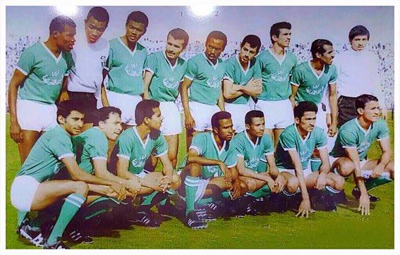 صورة نادرة للاعبي النادي الأهلي .. تعرف عليهم!