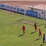 بالفيديو : لقطة لن تتكرر.. هدف غريب في مباراة للسيدات!