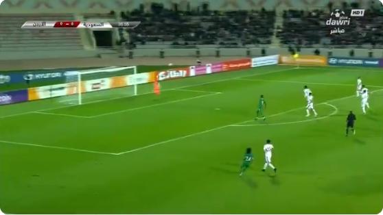 بالفيديو..هتان باهبري يحاول تسجيل الهدف الأول للأخضر.. ولكن حارس الأردن يتصدى لها
