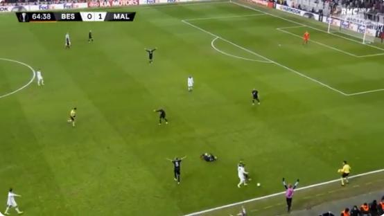 شاهد.. أسوأ لقطة في مباريات الدوري الأوروبي