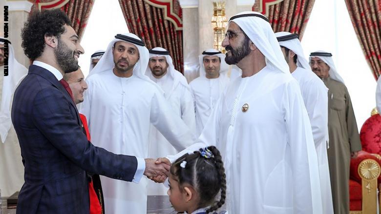 بالفيديو.. الشيخ محمد بن راشد وولي عهده يكرمان محمد صلاح في دبي