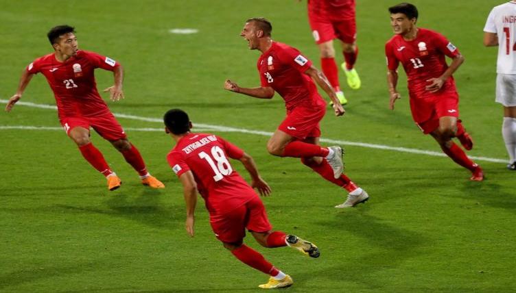 قيرغيزستان تُبقي على آمالها في التأهل لدور الـ16 بكأس أمم آسيا بالفوز على الفلبين (فيديو)