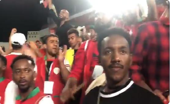 """شاهد.. احتفالات """"على الحبسي"""" مع الجماهير العمانية بتأهل عمان إلى دور الـ16 في كأس آسيا!"""