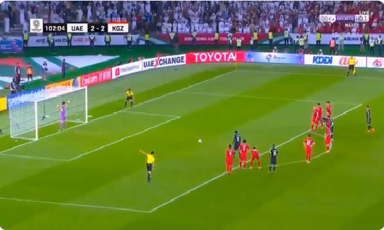 بالفيديو.. الإمارات تسجل الهدف الثالث في مرمى قيرغيزستان بالوقت الإضافي من المباراة