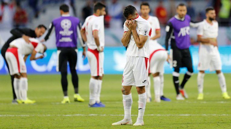 بالفيديو.. لحظة بكاء لاعبي منتخب الأردن بعد الخسارة أمام فيتنام والخروج من كأس آسيا