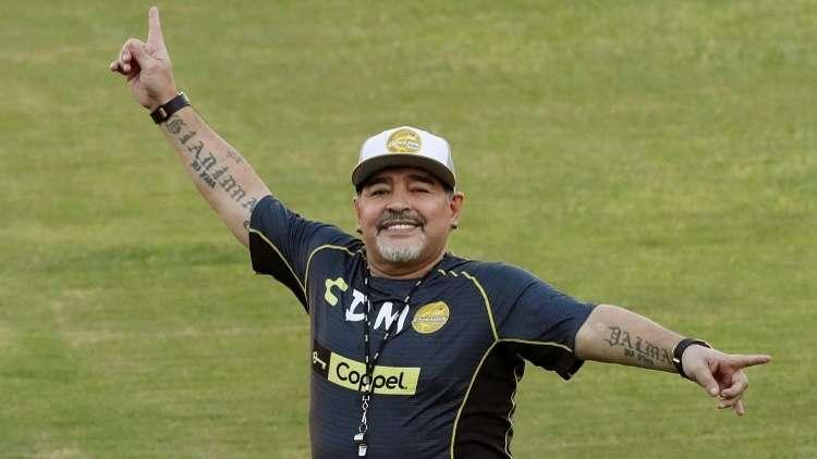 """شاهد.. وشم مارادونا على ساق حارس وعليها عبارة """"أنا أؤمن بالله"""""""