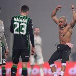 شاهد.. مشجع يقتحم ملعب مباراة يوفنتوس وساسولو ويحتفل على طريقة كريستيانو رونالدو