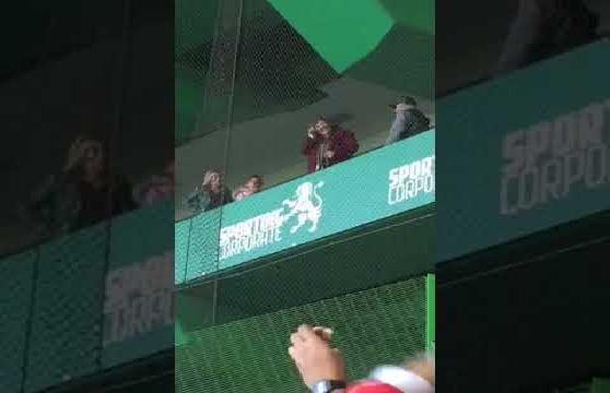 بالفيديو.. ردة فعل غريبة لوالدة رونالدو بعد فوز بنفيكا على سبورتينج لشبونة
