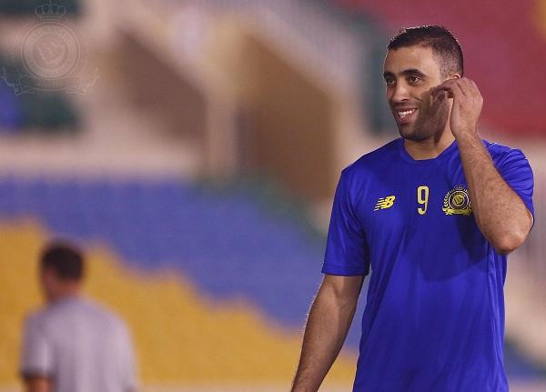 """كاتب رياضي يتهم إعلام الهلال بـ """"الإزدواجية"""" مع حمد الله لاعب النصر..وهذا هو الدليل"""