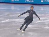 بالفيديو.. أول متزحلقة محجبة إماراتية في الألعاب الشتوية في روسيا