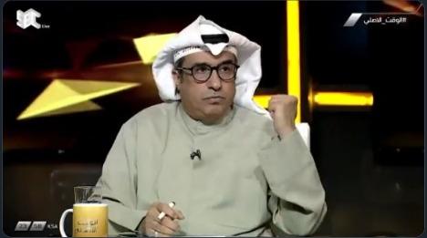 بالفيديو.. مساعد العبدلي: هذا المدرب صاحب شخصية جدلية ولديه حركات مزعجة وغريبة خارج حدود الملعب !
