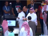 بالفيديو..الامير محمد بن فيصل يضرب شاشة الفار بعد التأهل لـ النهائي