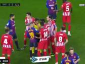 بالفيديو..لقطة طرد لاعب اتلتيكو مدريد بعد مشادة مع الحكم