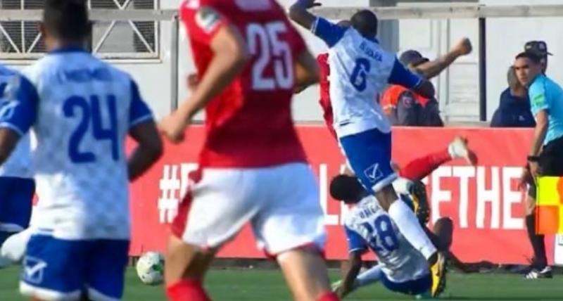 بالفيديو..نجاة لاعب سوداني من الموت خلال لقاء النجم التونسي