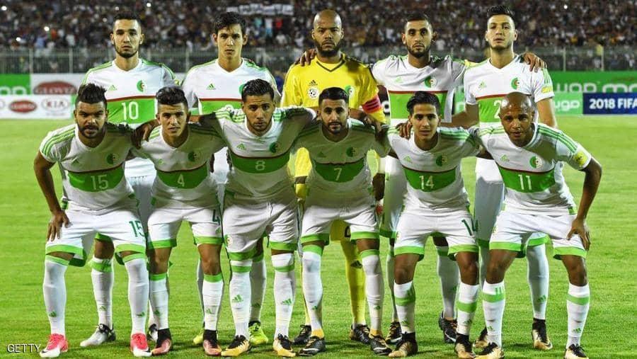 """فيديو """"فاضح"""" يطيح بنجم منتخب الجزائر"""