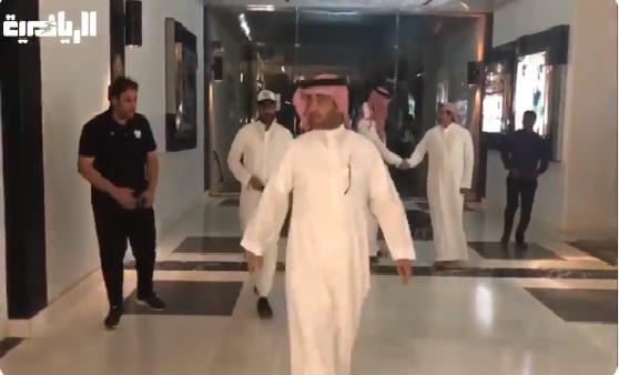 بالفيديو.. خالد البلطان يصل إلى مقر نادي الشباب لتقديم ملف انتخابه لرئاسة النادي!