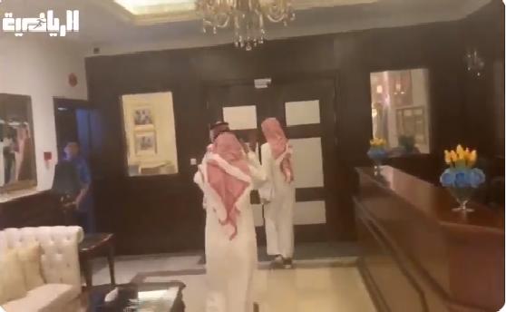شاهد.. لجنة الانتخابات في نادي النصر تغادر مقر النادي دون تقدم أي مترشح للرئاسة!