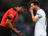 حكم مباراة الأرجنتين والبرازيل يرد على هجوم ميسي