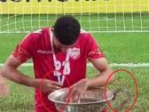 شاهد.. لاعبو المنتخب البحريني يكسرون كأس اتحاد غرب آسيا أثناء احتفالهم باللقب