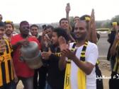 شاهد.. مشجع اتحادي يتكفل بنقل (60) مشجع من جازان لمؤازرة الفريق أمام ضمك