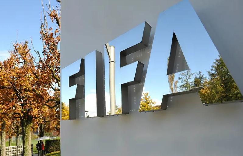 باحث قانوني.. فيفا تستقبل شكوى ضد نادي سعودي يطالبه فيها بمبلغ 10مليون دولار!