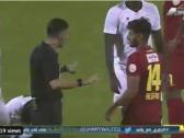 """بالفيديو..الغشيان يعلق على لقطة لاعب ضمك مع حكم المباراة : """"كأنه يقول انفداك يا حكم""""..و هكذا رد محمد فودة"""