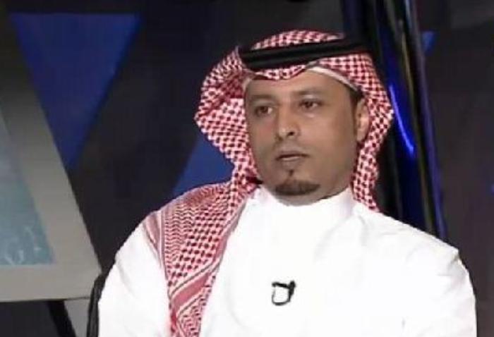القرشي ساخرا عقب هزيمة الأهلي.. كله من المحمدي باروكة ذهبية وعدسات خضر وتضبط أمورك!