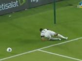 بالفيديو..إصابة خطيرة للبرازيلي كينو خلال مباراة الجزيرة وشباب الأهلي دبي