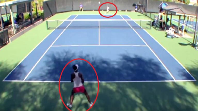 بالفيديو.. لاعبتا كرة تنس تتعاركان على أرضية الملعب!