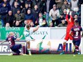 شاهد .. لاعب في الدوري الهولندي يحرز هدفًا على طريقة الفنون القتالية